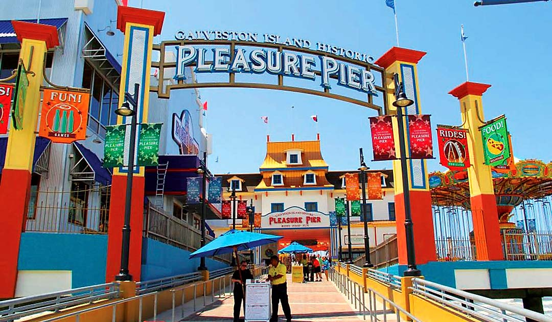 Entrance to the Pleasure Pier on Seawall Blvd